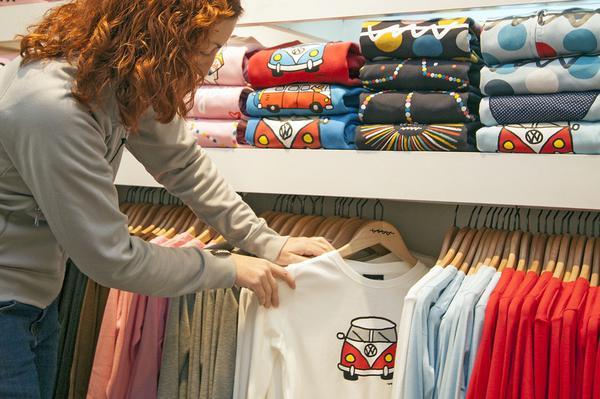 Od czego zależy cena koszulek z nadrukiem?