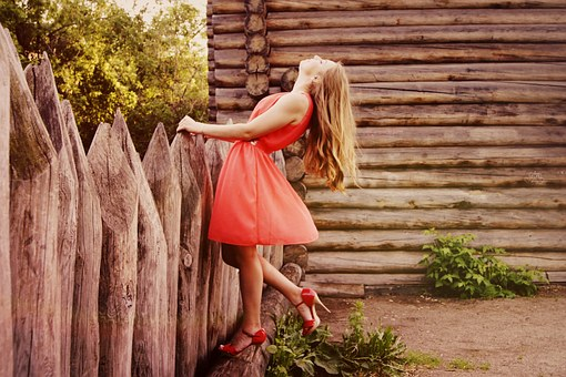 Przegląd kobiecych sukienek