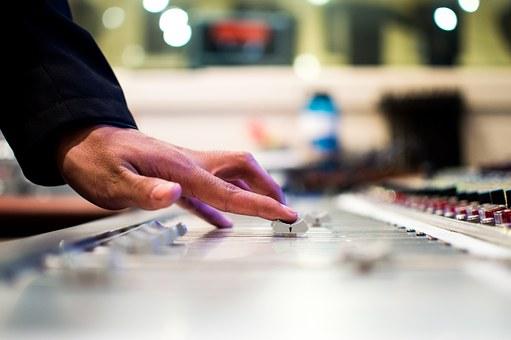 Znakomite usługi DJ-a na weselu