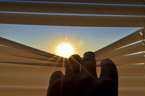 Bezproblemowe rolety do okien