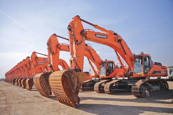 Dokonywanie przewozu ciężkich maszyn budowlanych