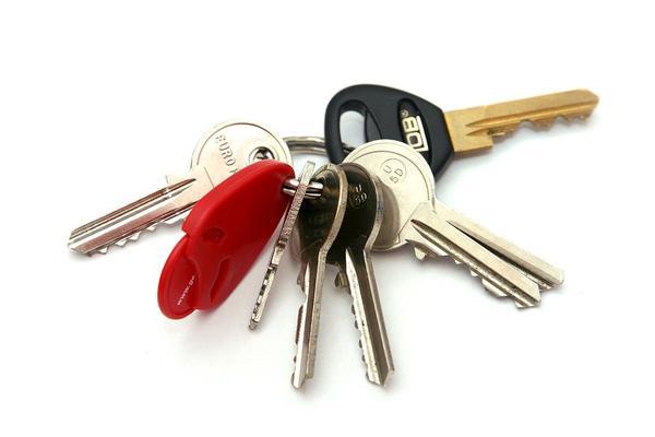 Jak wybrać najlepszą szafkę elektroniczną na klucze?