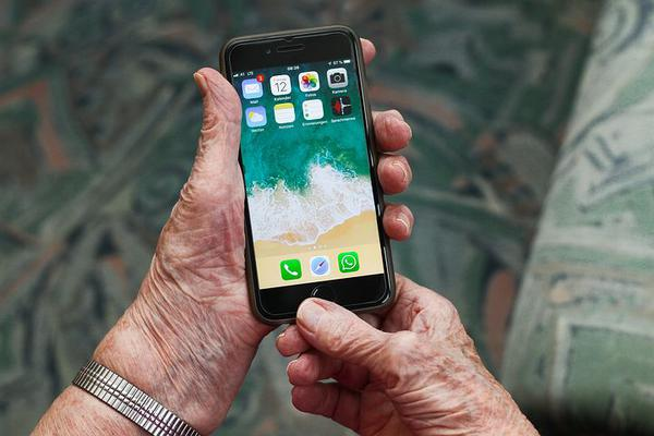 Monitoring telefonu osób starszych